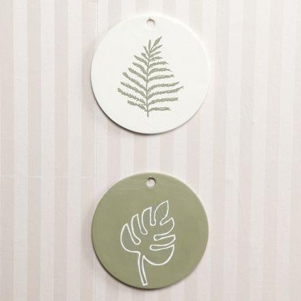 Terracotta labels gedecoreerd met acrylverf