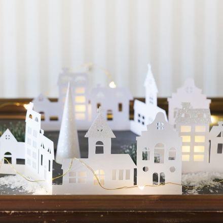 Silhouet stad van karton en glitterpapier