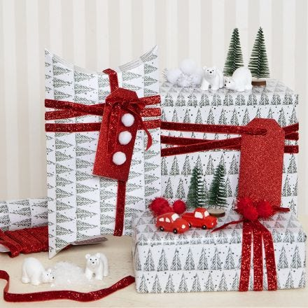 Kerstcadeaus met pom-poms en miniaturen