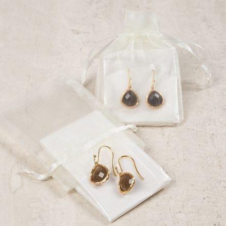 Oorbellen met een sieradenhanger met steen
