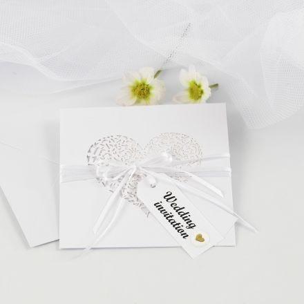Uitnodiging voor huwelijk met satijnlint en puffy stickersn and Manilla Tags decorated with Puffy Stickers