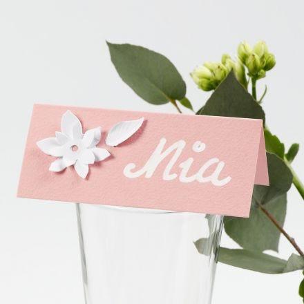 Plaatskaarten met uit karton gestanste bloemen met 3D effect