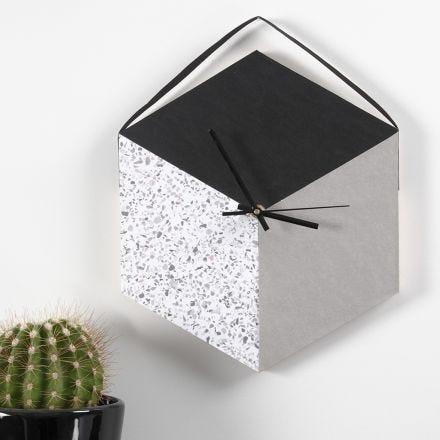 Klok gemaakt van dienblad en Faux Leather Papier