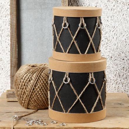 Papier-maché dozen gedecoreerd als trommels