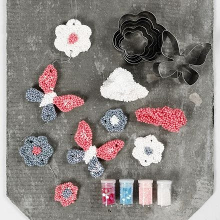 Hangende decoraties gemaakt van Foam Clay Large met uitstekers