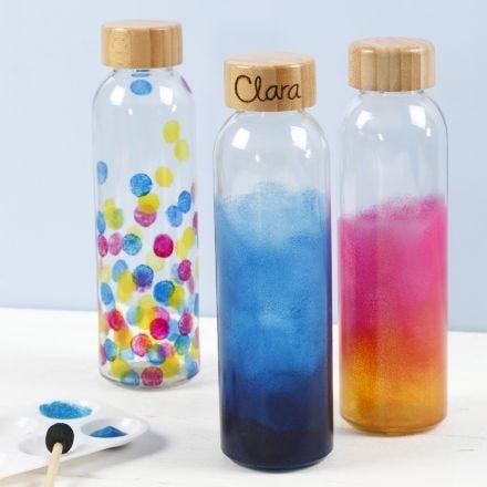 Glazen fles gedecoreerd met glasverf