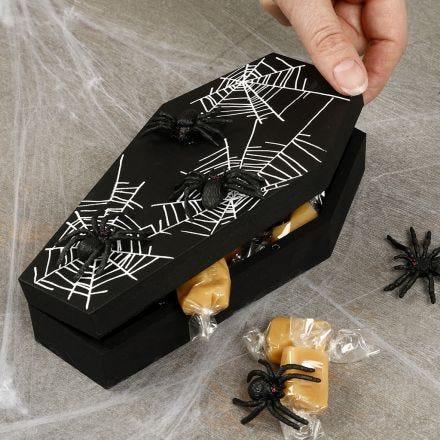 Halloween kist met spinnen