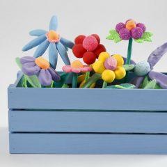 Een bloembak met bloemen van Silk Clay en Foam Clay