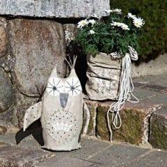 Decoratieve uil en vaas voor de tuin