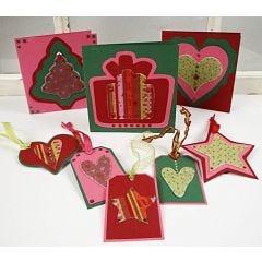 Kerstkaarten en labels gemaakt van karton en vilt