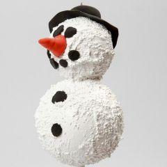 Een Sneeuwpop van styropor ballen en structuur pasta