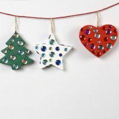 Papier-mâché kerstdecoratie met strasssteentjes