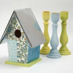 Een vogelhuisje met handgemaakt papier