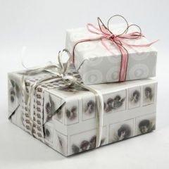 "Cadeaus verpakt in Vivi Gade ""Skagen"" Design cadeaupapier"