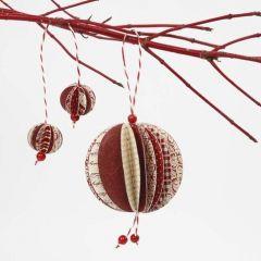 Kerstballen van papieren cirkels