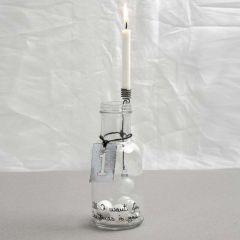 Een fles met gedecoreerde kaarsenhouder