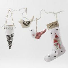 Hangende kerstdecoreaties van katoen en linnen