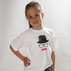 Een T-Shirt met hoed, bril en snor
