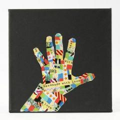 Een zwart canvas gedecoreerd met masking tape