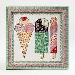 Een wandversiering met ijsjes van maskingtape