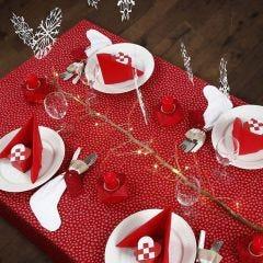 De Kersttafel dekken in rood en wit