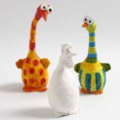Vogels gemaakt van styropor ballen en papier-maché pulp