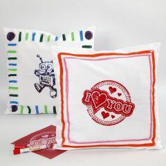 Kussenhoes gedecoreerd met textielstiften en sjabloon