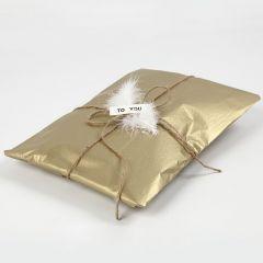 Cadeaus inpakken met goud tissue papier