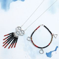 Armband en ketting met rocailles en hangers