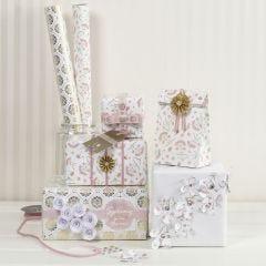 Geschenken verpakt in romantische Vivi Gade stijl