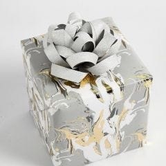 Geschenk gedecoreerd met een rosette