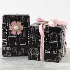 Geschenk gedecoreerd met bloem van karton