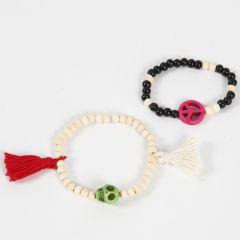 Armbanden met houten kralen en decoraties