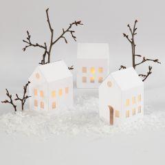 Huizen met LED wachtinelichten