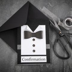 Uitnodiging in zwart/wit met overhemd en vlinderstrik
