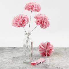 Bloemen van tissue papier op bonsai draad
