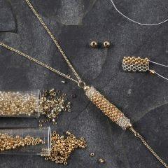 Koker van rocailles als hanger voor een ketting