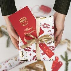 Kerst cadeaulabels gedecoreerd met deco folie