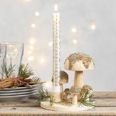Kandelaar op houten schijf gedecoreerd met paddenstoelen