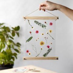Gelamineerde hangende decoratie met gedroogde bloemen