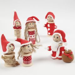 Kerstkabouters gemaakt van klossen