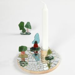 Kandelaar op houten voet met mozaïek
