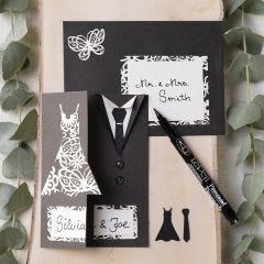 Uitnodiging voor een huwelijk met trouwjapon en smoking