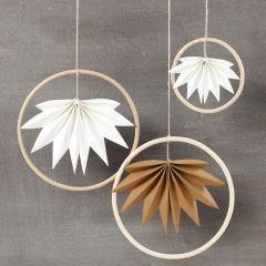 Hangende decoraties van bamboe ringen en Faux Leather bladeren