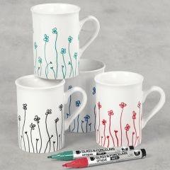 Porseleinen mokken gedecoreerd met bloemen