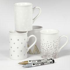 Porseleinen mokken gedecoreerd met verschillende ontwerpen
