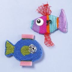 Vis van garen en plastic afval