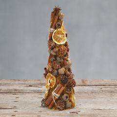 Een kegel versierd met sisal en natuurlijke materialen