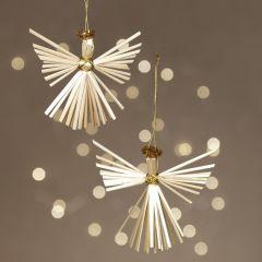 Engelen gemaakt van stro om op te hangen