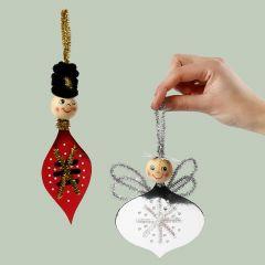 Engel en een notenkraker gemaakt van kruissteekkarton en chenille